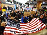 Demonstranten am Seattle-Tacoma International Airport.