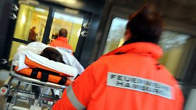 Keine freien Betten und Überlastung: Rettungssanitäter beklagen fatale Situation in Notaufnahmen