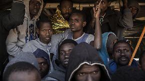 """Hinrichtungen und Folter: Auswärtiges Amt: Flüchtlingscamps in Libyen sind """"KZ-ähnlich"""""""