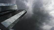 Dunkle Wolken ziehen über dem Hauptquartier der Deutschen Bank in Frankfurt auf.