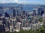 Peking-Kritiker fürchten Einmischung: Milliardär verschwindet aus Hongkong
