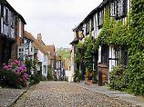 Die beschauliche Kleinstadt Rye im Südosten Englands ist die neue Heimat der jungen Lateinlehrerin Beatrice Nash.
