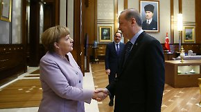 Kanzlerin zu Besuch in der Türkei: Merkel pocht bei Erdogan auf Menschenrechte