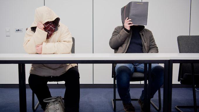 Die Angeklagten Nicole G. (l) und Clemens F. (r) bei der Urteilsverkündung.