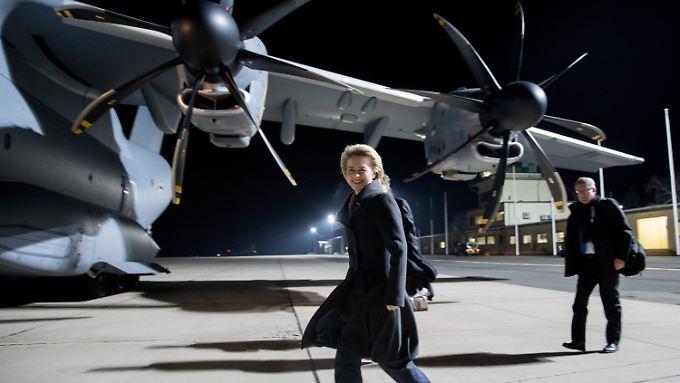 Die Verteidigungsministerin flog zum ersten Mal mit dem A400M.