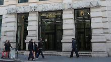 """Blick auf eine Filiale des italienischen Geldhauses Monte dei Paschi di Siena (MPS)in Rom (Italien) am 07.02.2017. (zu dpa: """"Außen prächtig, innen marode: Die Banken als Spiegelbild Italiens"""" vom 09.02.2017) Foto: Lena Klimkeit +++(c) dpa - Bildfunk+++"""