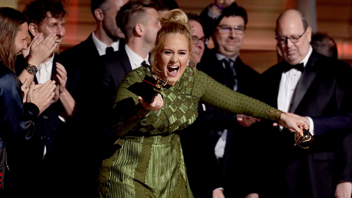 wer wird denn da weinen s ngerin adele triumphiert bei den grammys n. Black Bedroom Furniture Sets. Home Design Ideas