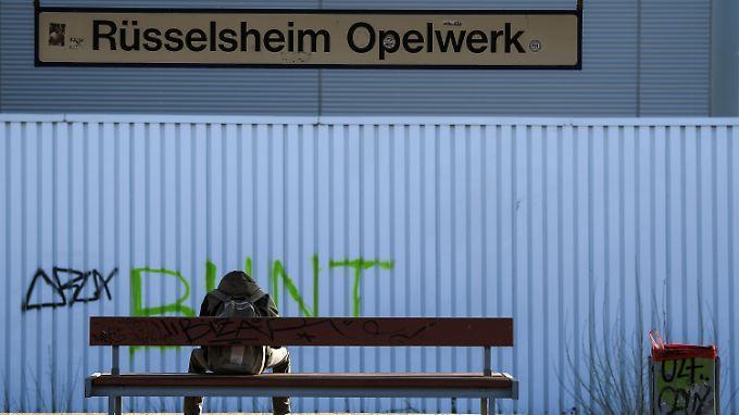 Rüsselsheim Blues: Die Zukunft von insgesamt 18.000 Arbeitsplätzen bei Opel in Deutschland lässt die Bundesregierung im Wahljahr nicht kalt.