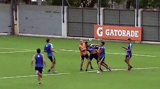 Prügelei auf dem Spielfeld: Bei den Boca Juniors fliegen im Training die Fäuste