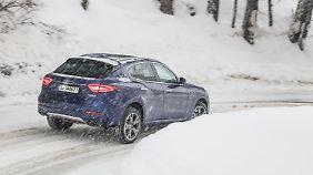 Dort wo die Winterwelt noch in Ordnung ist, ist inzwischen auch ein Maserati zu Hause.