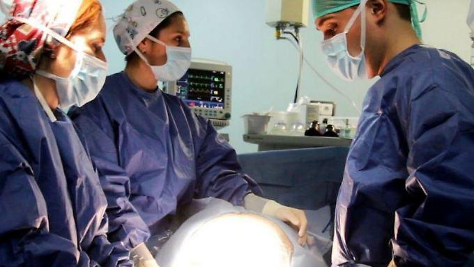 Das Krankenhaus in Burgos veröffentlichte ein Video von der Geburt der Zwillinge.