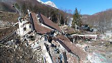 """Vier Wochen nach Lawinenunglück: Drohnen-Bilder zeigen Ausmaß der Zerstörung von Hotel """"Rigopiano"""""""