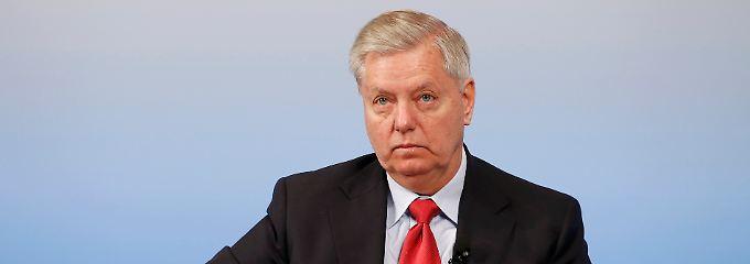 """Verschärft Kongress Sanktionen?: US-Senator droht Russland mit """"Arschtritt"""""""
