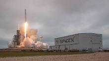 """Boosterteil landete wieder: """"Falcon 9""""-Rakete gelingt Start zur ISS"""