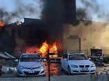 Feuerball über Einkaufszentrum: Kleinflugzeug stürzt in Melbourner Mall