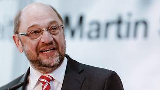Applaus und Kritik für Schulz: SPD liegt knapp hinter der Union
