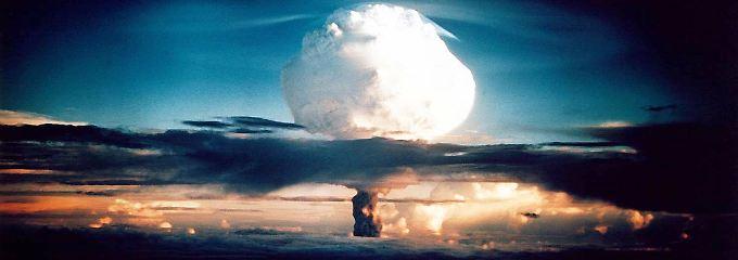 Dieser Wasserstoffbombentest aus dem Jahr 1952 zeigt die nukleare Zerstörungskraft: Insgesamt besitzen die USA bereits 6800 Sprengköpfe.