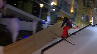 Playstreets in Bad Gastein: Slopestyle-Artisten toben durch enge Gassen