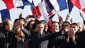 Wahlkampfauftritt in Paris: Präsidentschaftskandidat Fillon gibt sich reuig