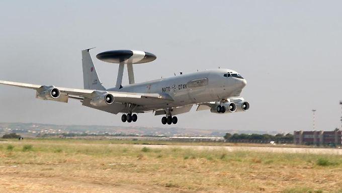 Die Awacs-Flugzeuge fliegen unter Nato-Flagge, werden aber auch von deutschen Soldaten mitbetreut.