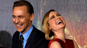 Spaß bei der Arbeit: Tom Hiddlestone und Brie Larson.