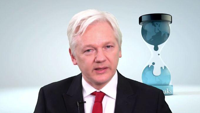 Assange, der weiterhin in der Botschaft Ecuadors in London festsitzt, äußerte sich über Video.