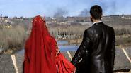 Doch es gibt nunmal auch dieses Paar, das sich etwas einfallen lassen muss, damit kein Rauch auf ihren Hochzeitsfotos zu sehen ist.
