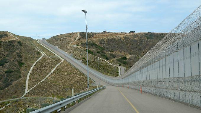 Einen Zaun an der Grenze zu Mexiko gibt es schon. Bald soll eine Mauer kommen.