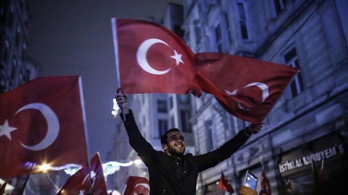 Am Wochenende protestierten Türken vor dem Konsulat des Landes in Istanbul.