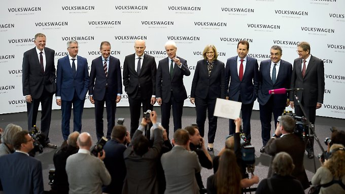 Matthias Müller (M.) und die anderen Vorstandsmitglieder verdienten zusammen fast 40 Millionen Euro in einem Jahr.