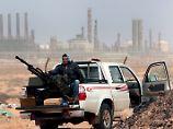 Kämpfer der Anti-Regierungseinheiten bei der Raffinerie Ras Lanouf.