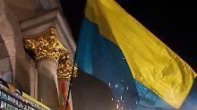 Ukrainische Demonstranten demonstrieren in Kiew für die Donbass-Blockade.