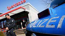 Zwei Verdächtige freigelassen: Duisburger Bankräuber sind weiter flüchtig