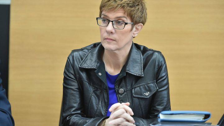 Annegret Kramp-Karrenbauer hat Landtagswahlen vor sich.