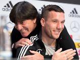 Eine besondere Trainer-Spieler-Beziehung pflegen Joachim Löw und Lukas Podolski seit mehr als zehn Jahren. Nun werden sich ihre Wege trennen.