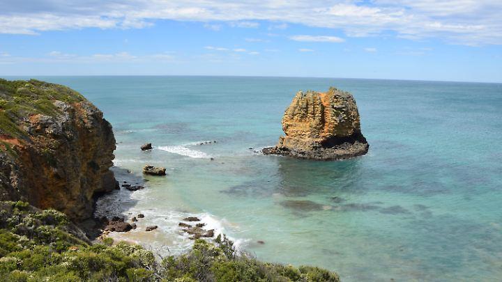 Hübsche Felsen im Wasser gibt es auch abseits der Apostel - zum Beispiel hier am Split Point.