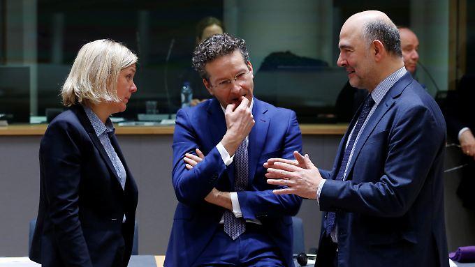 """Für Klischees """"kein Platz"""": Jeroen Dijsselbloem, hier zwischen Schwedens Finanzministerin Magdalena Andersson (l.) und EU-Kommissar Pierre Moscovici (r.) am Rand des EU-Finanzministertreffens in Brüssel."""