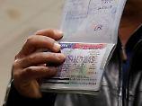 Diesem Mann mit jemenitischem Pass wurde die Einreise in die USA verwehrt - in Zukunft werden die Einreisebestimmungen wohl noch schärfer.