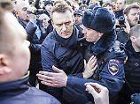 EU fordert sofortige Freilassung: Nawalny zu 15 Tagen Haft verurteilt