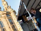 Überraschung!: Die Toten Hosen entern Anti-Pegida-Demo