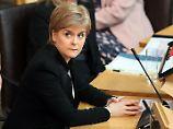 Abstimmung in Schottland: Sturgeon pokert um Unabhängigkeit