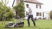 Nasses oder hohes Gras?: Viele Akku-Rasenmäher schwächeln