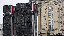Nach Protesten in Dresden: Umstrittene Bus-Skulptur kommt nach Berlin