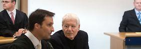 Anton Schlecker mit seinem Anwalt Norbert Scharf.