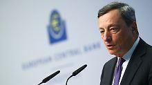 Mario Draghi behält den Kurs der ultralaxen Geldpolitik bei.