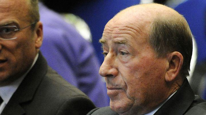 Das Geld von Drogerie-Milliardär Erwin Müller floss in umstrittene Cum-Ex-Deals. Er fühlt sich betrogen und will es zurück.