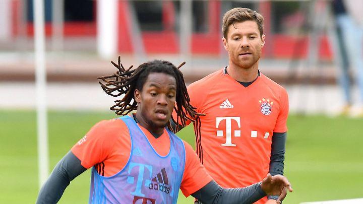 Renato Sanches (l.) soll bei den Bayern die Nachfolge von Xabi Alonso antreten. Noch ist der Weg dorthin allerdings sehr weit für den jungen Portugiesen.