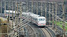 Im Bahnverkehr kam es nach der Attacke zu erheblichen Verzögerungen.