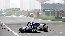 Der Ersatzmann für den noch verletzten Worndorfer Pascal Wehrlein zerlegte seinen Sauber, ...