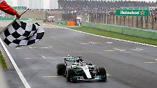 """Die """"Gazzetta dello Sport"""" urteilte im April: """"Ein Rennen wie ein Löwe. Hamilton siegt in China, doch Vettel ist ihm auf den Fersen. Wer nach dem verfehlten Start in Melbourne von einer Krise Hamiltons gesprochen hat, muss jetzt seine Meinung ändern."""""""
